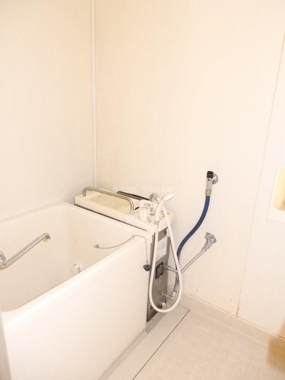 バランス釜のお風呂です。追い焚きができて便利です。