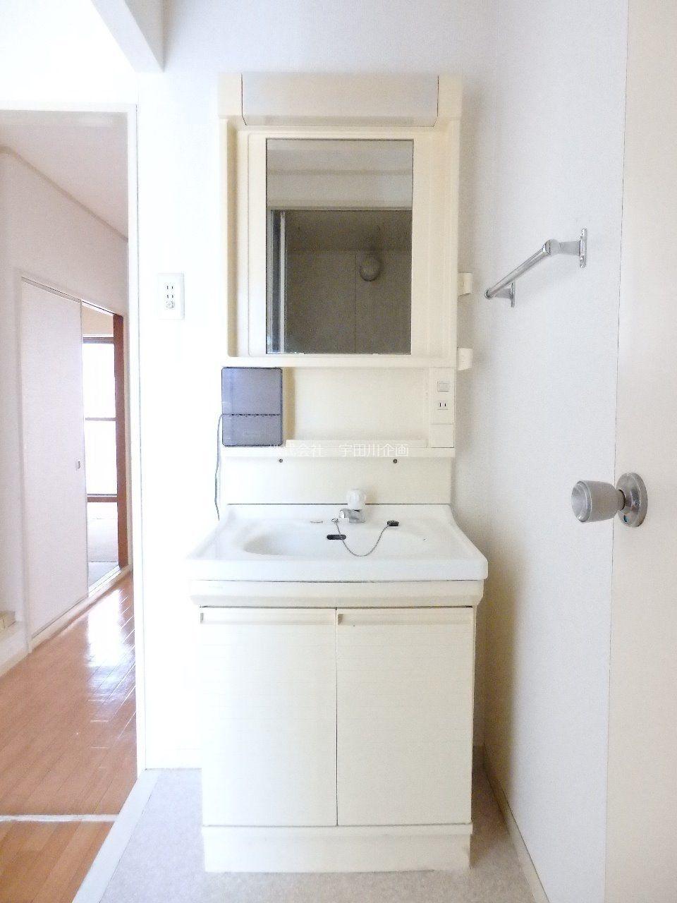 忙しい朝も、洗面化粧台があると、とても便利です。