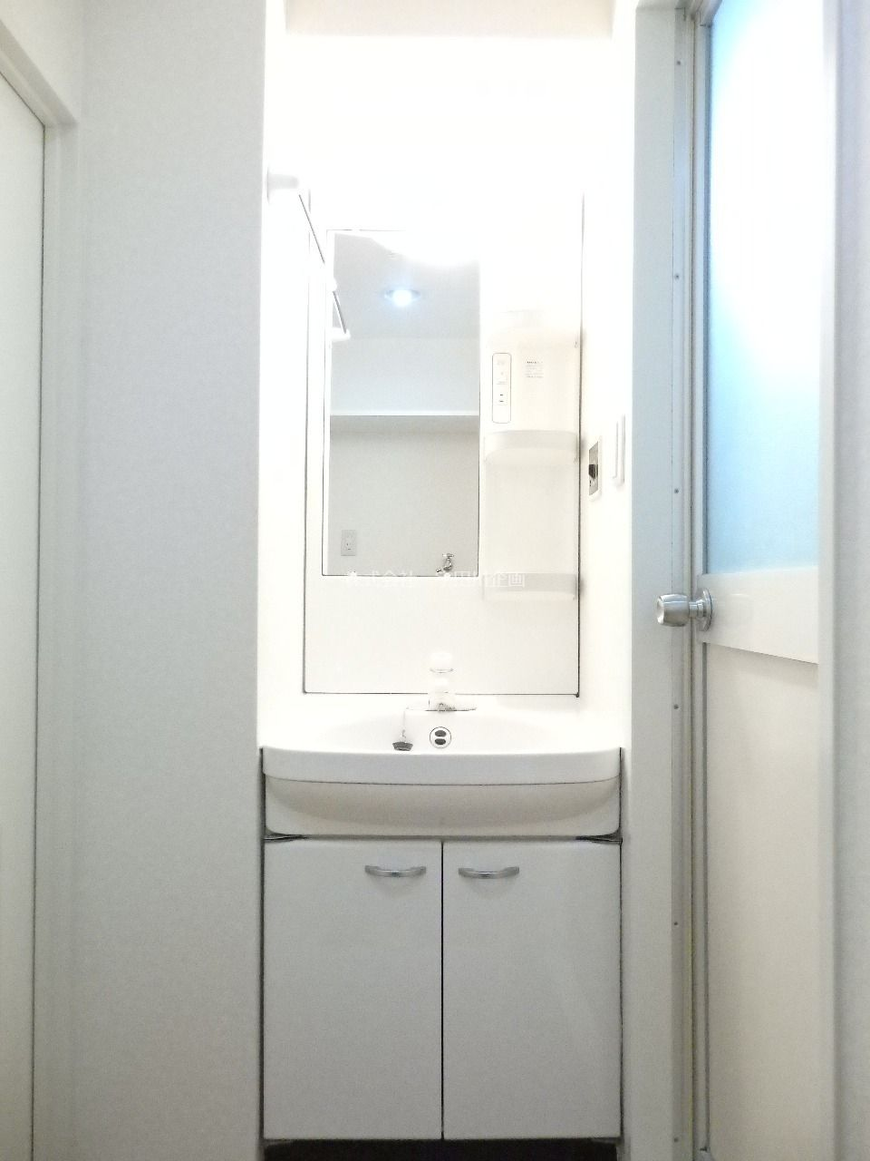 忙しい朝もおまかせ、洗髪洗面化粧台です