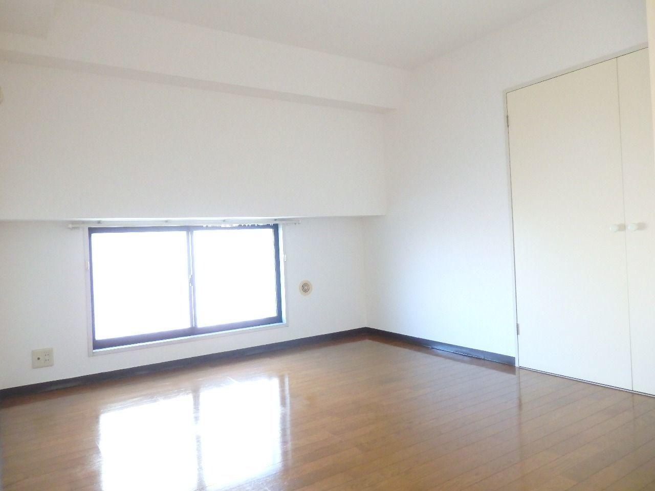 中部屋にもかかわらずエアコンダクトが完備されていますので設置は可能です。