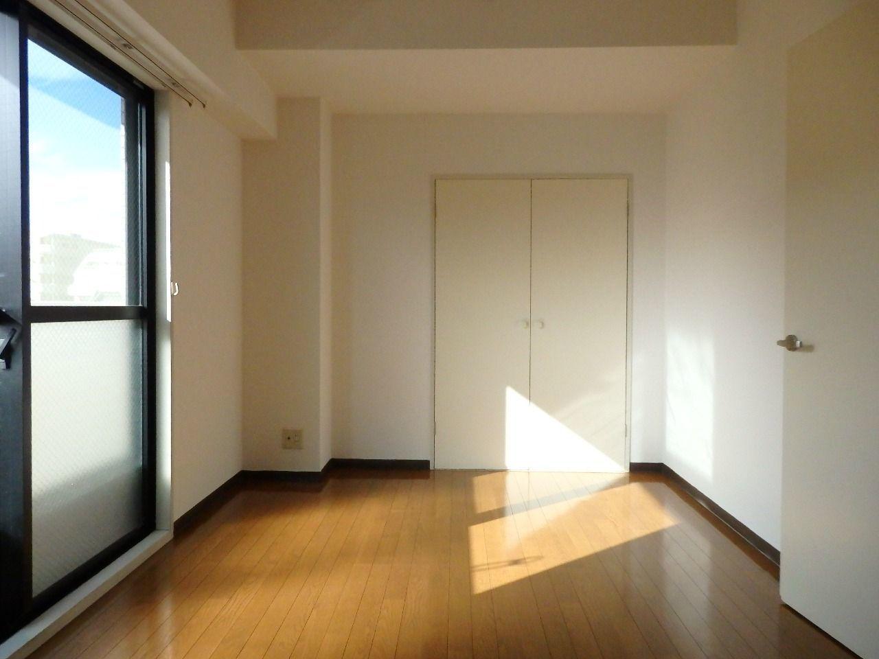 横長の7.2帖の洋室は空間利用しやすいです。