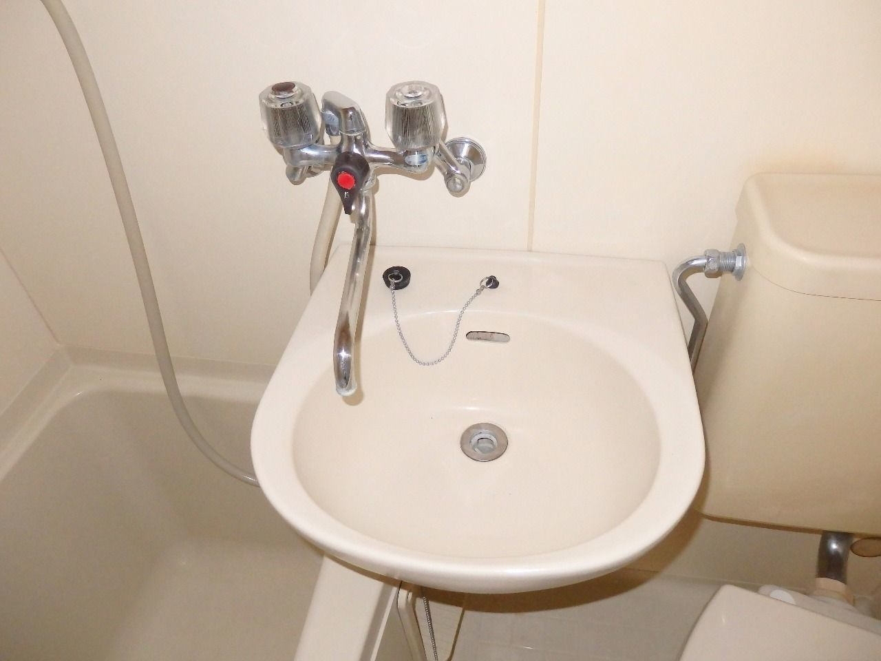 温水も使える混合栓がうれしいですね。