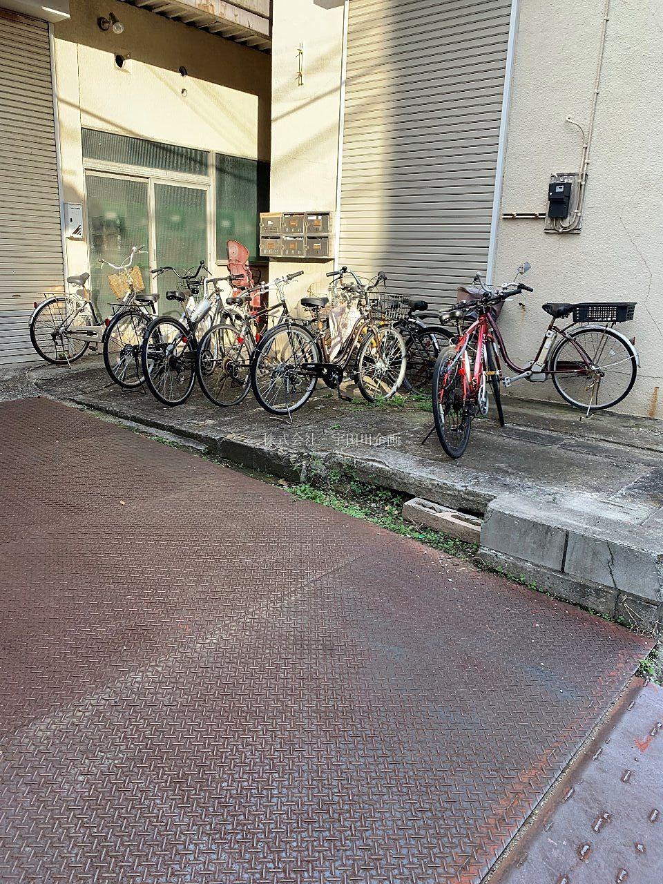 自転車の出し入れが簡単です。
