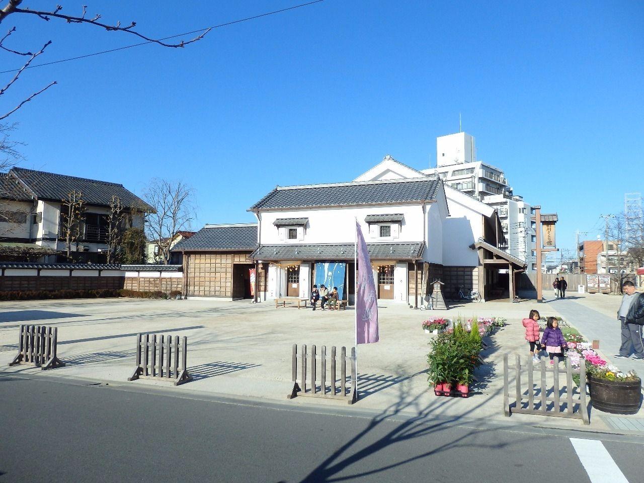 新川千本桜の拠点施設で、江戸川区の伝統工芸品やお飲み物などを販売しております。