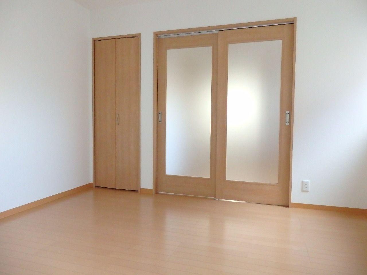 引き戸ダンパーがどの扉にも使用しているので静かに安全に閉まります。
