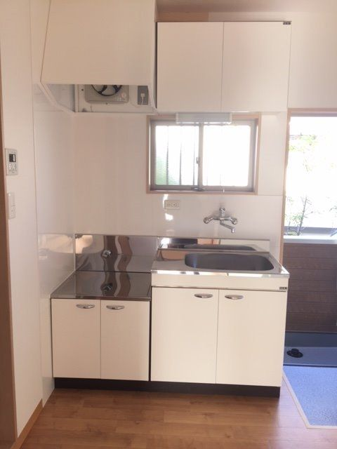 二口コンロが置ける新しいキッチンです。料理の腕もあがりそうです。