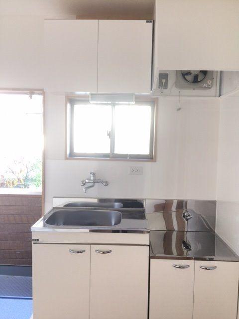 ガスコンロ2口が設置可能な新しいキッチンです。