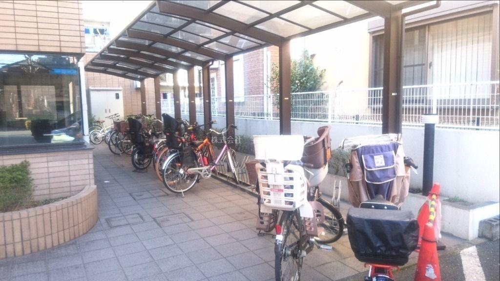 スペースを広くとってあるので大型の自転車も余裕を持って駐輪できます
