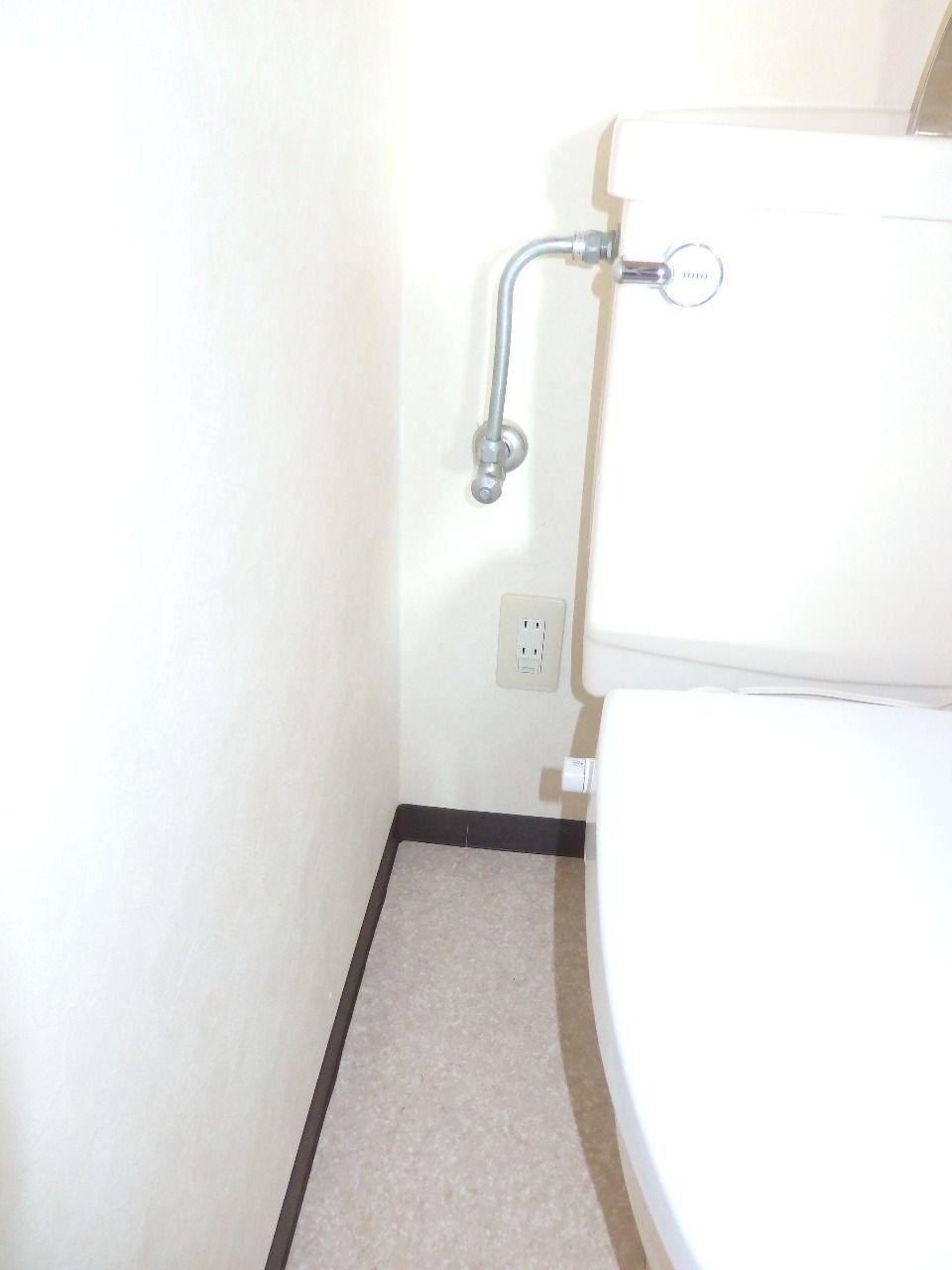 トイレ内コンセント有るのでウォッシュレットも取り付けられます。