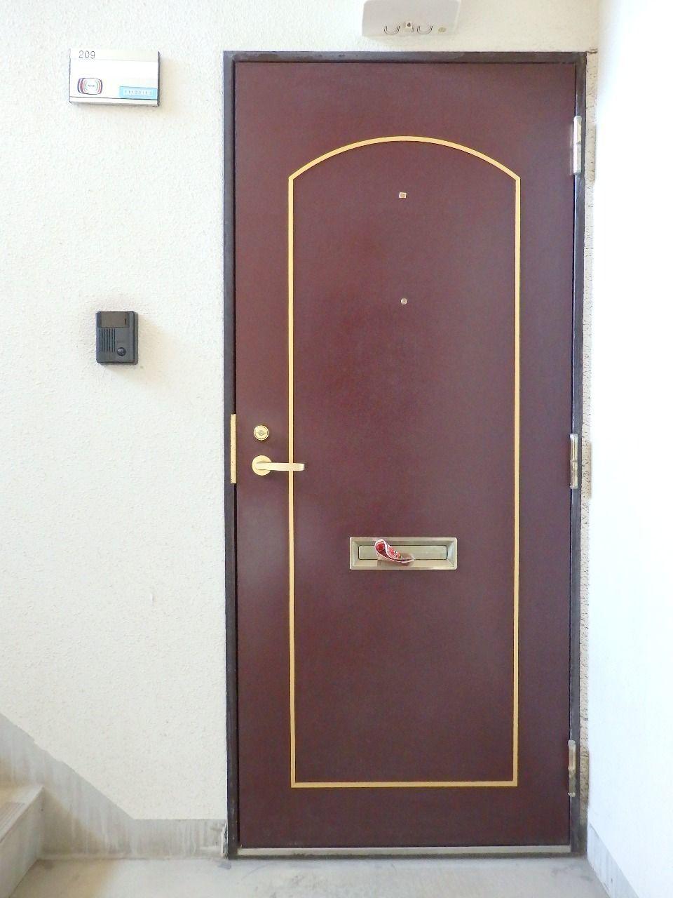 シングルロックタイプの鍵が設置されています。