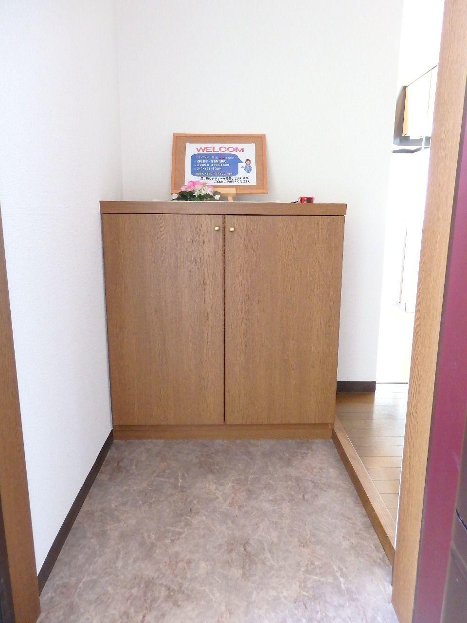 広い玄関内から室内への上がりは極力段差を付けないよう配慮されています。
