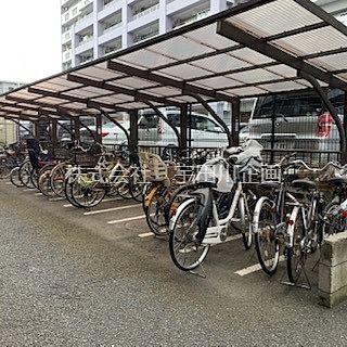 屋根つきの駐輪場
