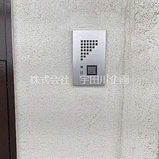 玄関前のインターホン