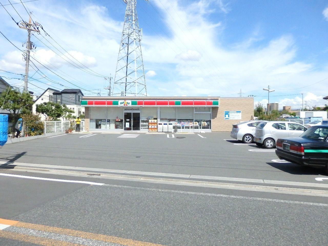 西葛西と船堀を結ぶ都営バスの停留所前にあり大型駐車場を併設しています。