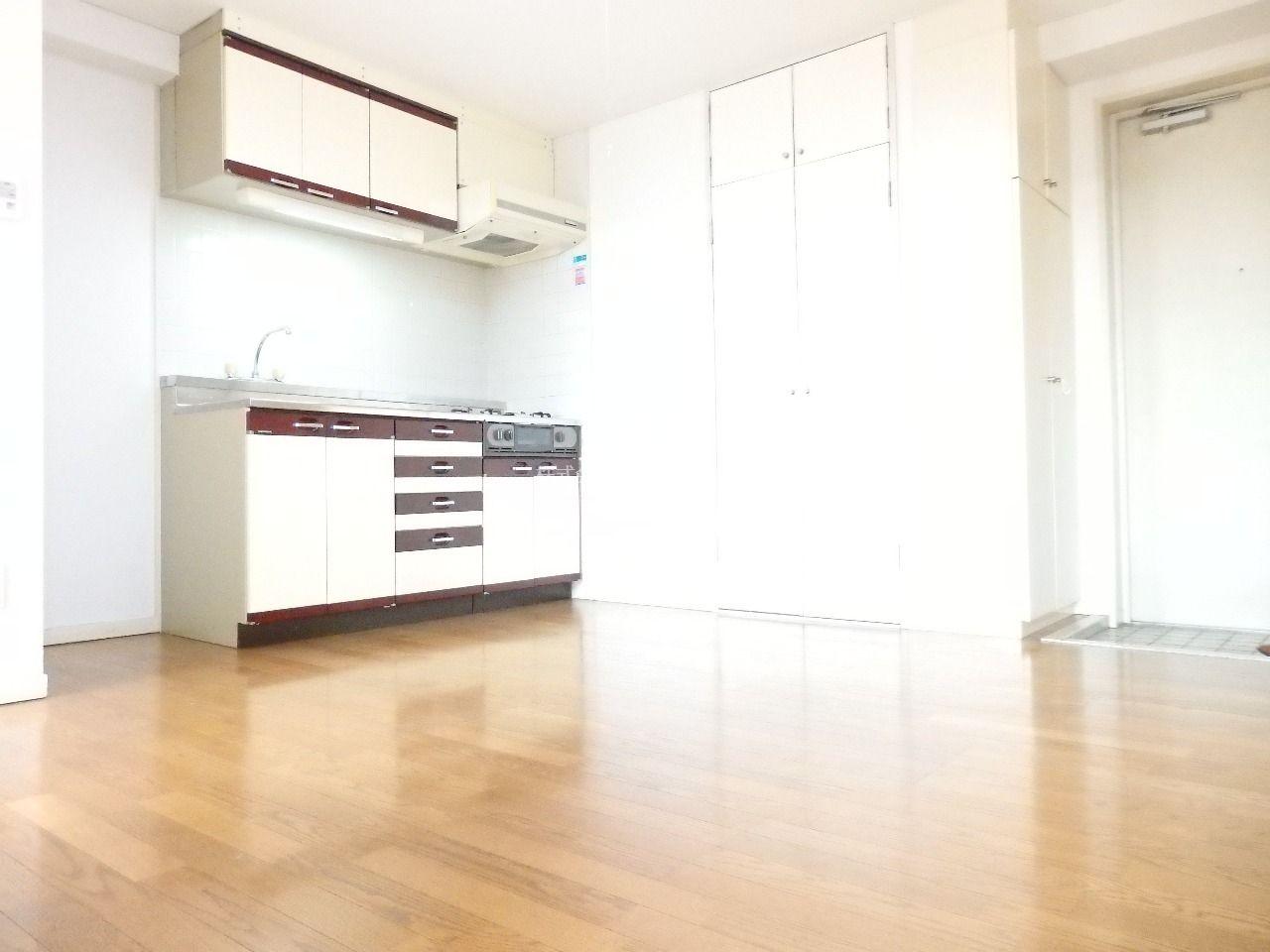 お部屋の広さを十分に活かせる配置のダイニングキッチン