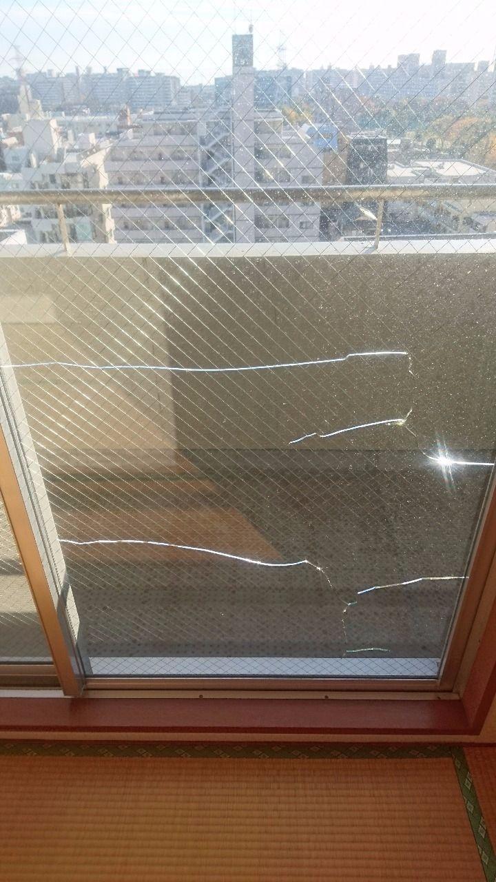 網入りガラスの熱割れ